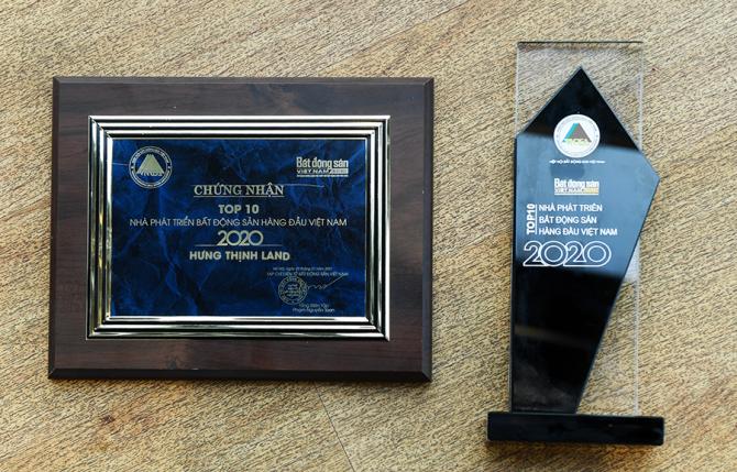 Kỉ niệm chương và chứng nhận Top 10 nhà phát triển Bất động sản hàng đầu Việt Nam 2020