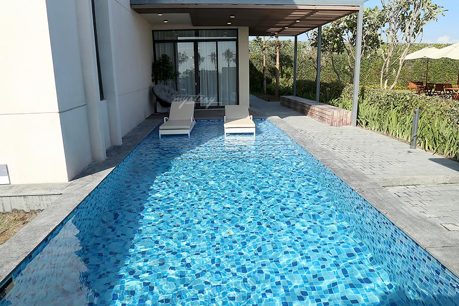 Hồ bơi tại mỗi biệt thự Cam Ranh Mystery Villas